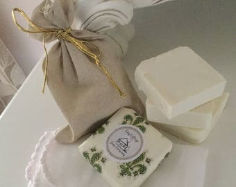 Facial soap with exfoliating muslin