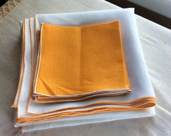 Vintage tablecloth and 4 napkins