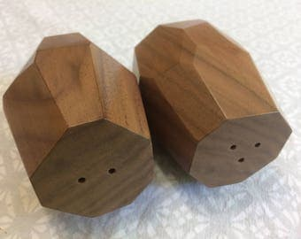Walnut Wood, Salt and Pepper Shaker Set, hand made (new)