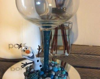 Olaf beaded wine glass
