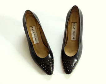 80s 90s Evan Picone pumps, black leather with tiny gold studded toes . pointy toe low heel, womens size 7
