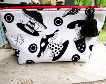 Mushrooms Makeup Bag | Cute Mushroom Fungi Fabric | Nature Lover Gift | Mushroom Lovers | Cute Foodie Gift | Gift Under 20 | Bridesmaid