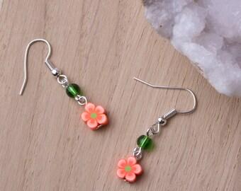 Flower earrings ** ON SALE ** - cute orange flower earrings with green beads | Floral jewellery | Flower jewelry | Bright accessories