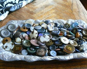 Huge Vintage lot of buttons mostly brown with a lot of pairs  (lot of 400)