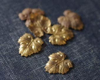 Small Grape Leaf Stamping - Raw Brass - 6pcs - Vintage Brass - Ivy Leaf Stamping - Brass Leaf Embellishment - Bronze Leaf