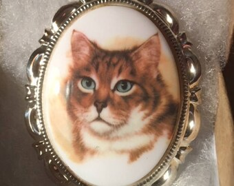 TABBY cat brown CAMEO pin set in Silver tone 30x40MM animal cameo white background brown cat