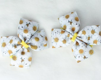 A Pairs of Little Daisy Hair Bows with Clips