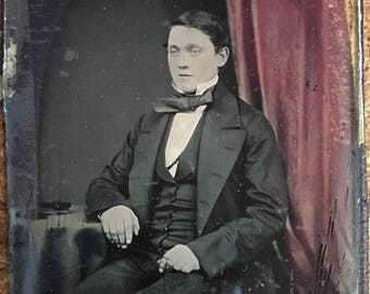 vintage photo 1865 Civil War Era tinted red Ambrotype young Man