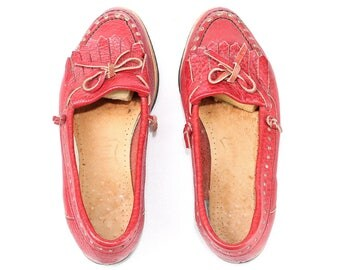 Fringe Loafers Shoes 80s Red Moccasins Slip On Wide Fit Driver Shoes Retro Size Us women 6.5, Eur 37 , Uk 4
