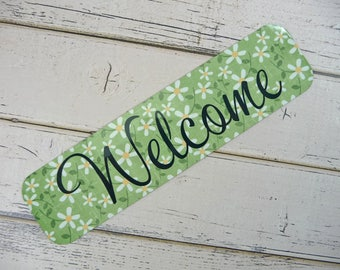Fun MAGNETIC Sign WELCOME| Metal Cute Sign For Front Door Entryway Foyer Apartment Office RV Tiny House Refrigerator Gift Giving Daisies