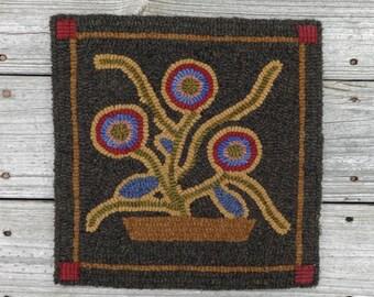 Primitive Hooked Rug - Yo Yo Flower Folk Art Mat - Wool Rug Hooking (Free Shipping)