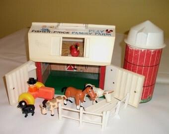 Vintage Fisher Price Barn Silo Farm Little People Animals Children Playset 915