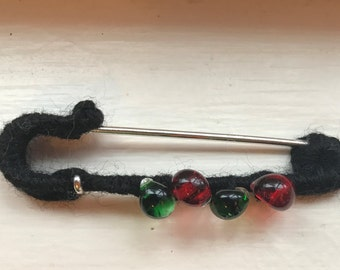 One Black Fiber Wrapped Antiqued Silver-plated 3-inch Kilt Pin with four handmade glass teardrops