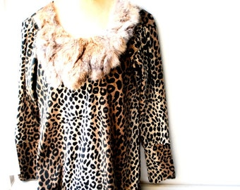 Exotic vintage 90s animal print, stretched cotton, mini dress-tunic witha genuine rabbit fur collar-bib.Size M.