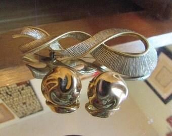 gold ribbon clips