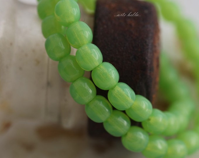 sale .. SOUR APPLE DRUKS .. Premium Czech Druk Glass Beads 4mm  (3309-st)