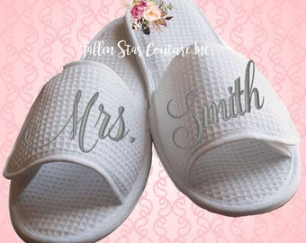 BRIDE slippers , bridal party slippers, bridesmaid slippers , bridesmaid gifts , waffle slippers , spa slippers