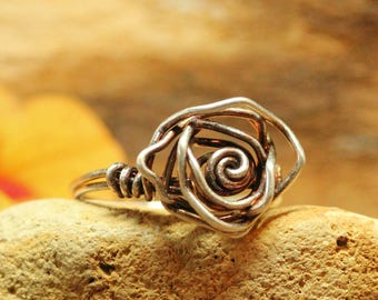 Silver patina flower ring ~ Rose shaped ring wire wrapped ~ Rosette ring ~ Oxidized silver patina ring ~ Nature jewelry ~ Bohemian jewelry