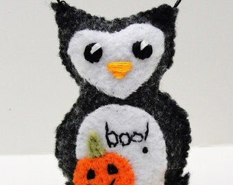 "Halloween owl -charcoal gray owlet with appliqued pumpkin- ""boo"" wee feltie owlet, Ready to ship"