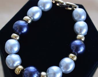 "Pretty Vintage 12mm Navy Blue, Gray Faux Pearl Bracelet, Gold tone, 8"", ""Napier"" (U10)"