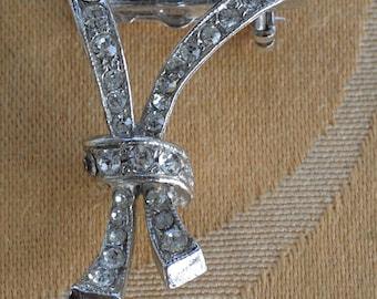 Delicate Vintage Rhinestone Ribbon Brooch, Art Deco-style, Silver tone (D11)