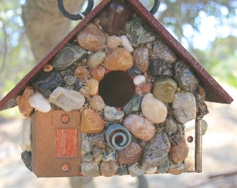 Stone Birdhouse Outdoor Functional Hanging Birdhouse Colorful Stone Wood Roof