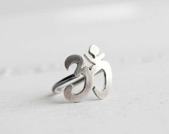 Om sterling silver Helix earring, cartilage earring, hoop earring, helix hoop earring, body piercing, Yoga jewelry, Symbolic jewelry