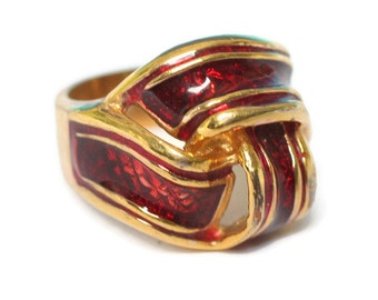 Red Enameled Ring Love Knot Design Gold Tone Vintage Size 6 1/2