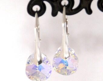 Earrings with pear shape cristal bead
