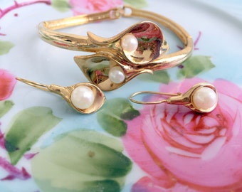 Vintage Calla Lily and Pearl Bracelet and earring Set by Avon