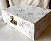 Vintage jewelry box, pink velvet, altered jewelry box, retro mid century jewelry box, wallpapered box, shabby box, shabby jewelry, roses box
