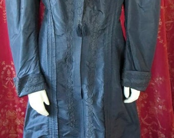 1880s Antique Black Silk Long Fitted Women's Step-In Coat Hand Stitch Details 38 Bust