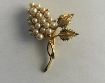 Vintage Large Pearl Flower & Leaf Pin