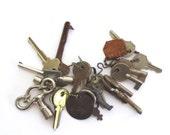 20 vintage keys Old odd keys Mixed keys Collection of keys Old skeleton key Vintage clock key Bottle opener Skelton keys Bit key Old lock #4