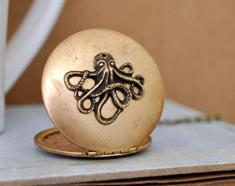 vintage brass locket - OCTOPUS -  vintage 70s locket necklace in copper and antiqued brass
