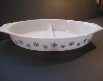 Retro Mad Men Aqua & White Snowflake Pyrex 1 1/2 quart milkglass divided casserole with lid, 1960s midcentury, TheRetroLife