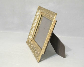 Vintage Ornate Gold Metal Photo Frame / 5 x 7 Embossed Picture Frame with Easel Stand and Glass, Wedding Paris Apartment Decor Cottage Chic
