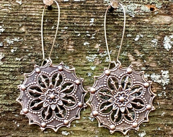 Silver Snowflake Earrings by MinouBazaar