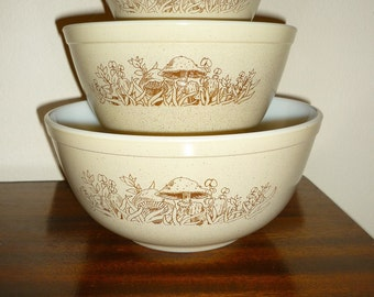 Vintage Set of 3 Pyrex Nesting Mixing Bowls In Mushroom Forest Fancies Pattern