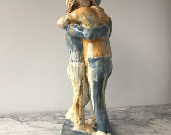 Hug Sculpture, Ceramic Figure Art Couple of Friends Statue, Figurine Lovers Embrace