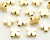 ME-261-MG / 4 Pcs - Clover Charms, Four Leaf Clover Bead Centerpiece, Poker Pendant, Matte Gold Plated over Brass / 8mm