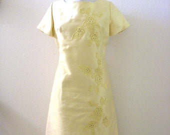 Vintage 1950s Chartreuse Yellow Silk Sheath Dress with Applique and Beads - Short Sleeve 50s Dress with Metal Zipper - Medium to Large
