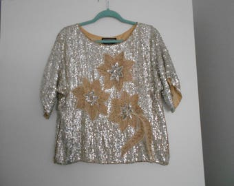 VINTAGE SiLK SEQUiN SiLVER STAR FLoWER TOP paris new york size small silver with tiny pearls short sleeve top