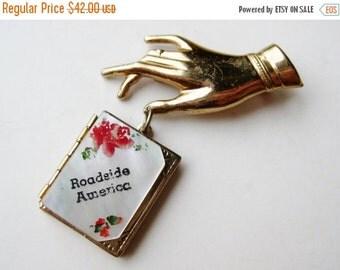 HOLIDAY SALE Vintage Roadside America Souvenir Photo Locket Ladies Hand Brooch Pin