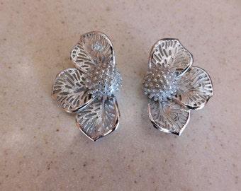 Unique Judy Lee clip on Earrings, Beautiful Detail, Nice Silver Tone Matte Finish with Shiny edge