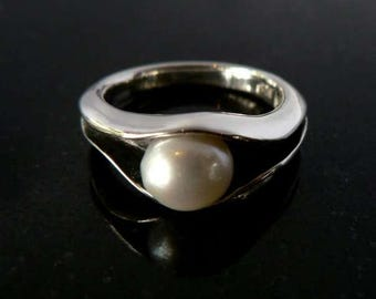 Silver & Pearl Oyster Ring // Hand Made // Black and silver // Summer Fashion // Ocean Jewelry // Gift // Unisex