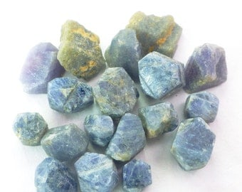 Blue SAPPHiRE. Rough Natural Sapphire crystals. NAtural Unheated Untreated. Blue. Rough. Flat Backs. 18 pc.30 cts. 4-9mm  (SR1967