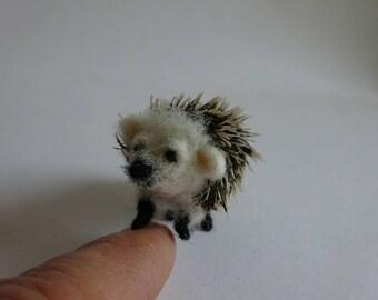 Needlefelted Hedgehog/Needlefelted little hedgehog/ Hedgehog's miniature/ 1:12 scale/ OOAK