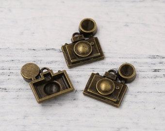 6pcs of Antiqued Bronze Tone Vintage Camera With Flash Charm Travel Theme Pendants Drops