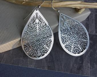 Silver filigree dangle teardrop earrings, sterling silver ear wire, polished finish lightweight everyday jewelry E191